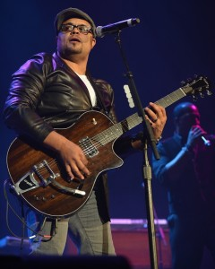 israel-houghton-the-king-s-men-concert-07